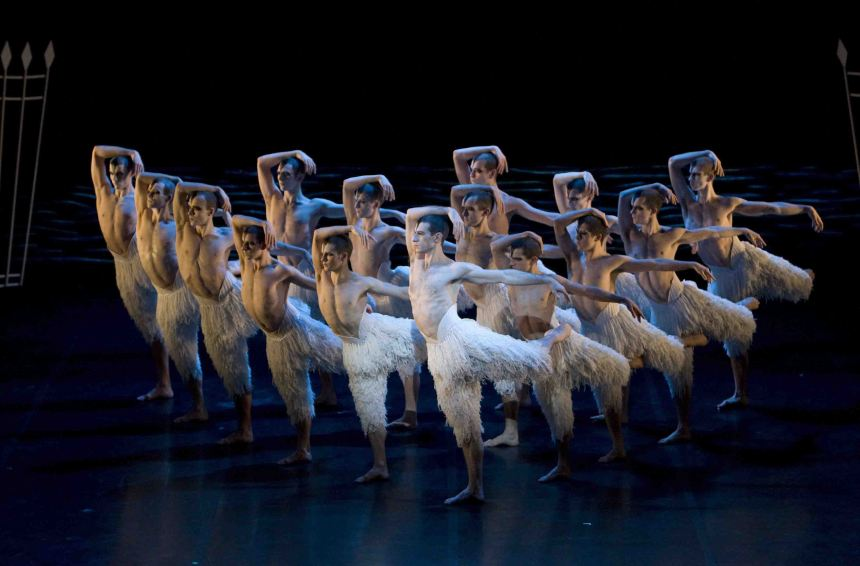Matthew Bourne's SWAN LAKE. 15-12-2009